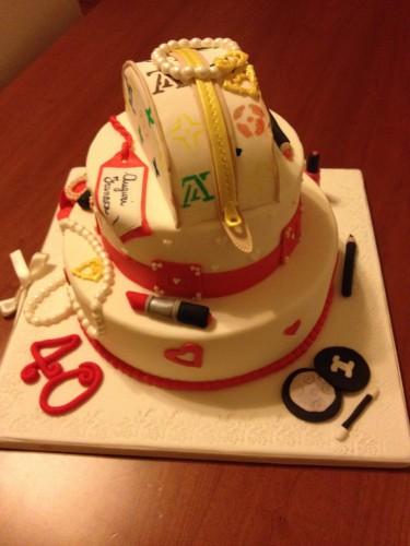 torta fashion,torta bianca e rossa,torta con scarpa con tacco,scarpa tacco pdz