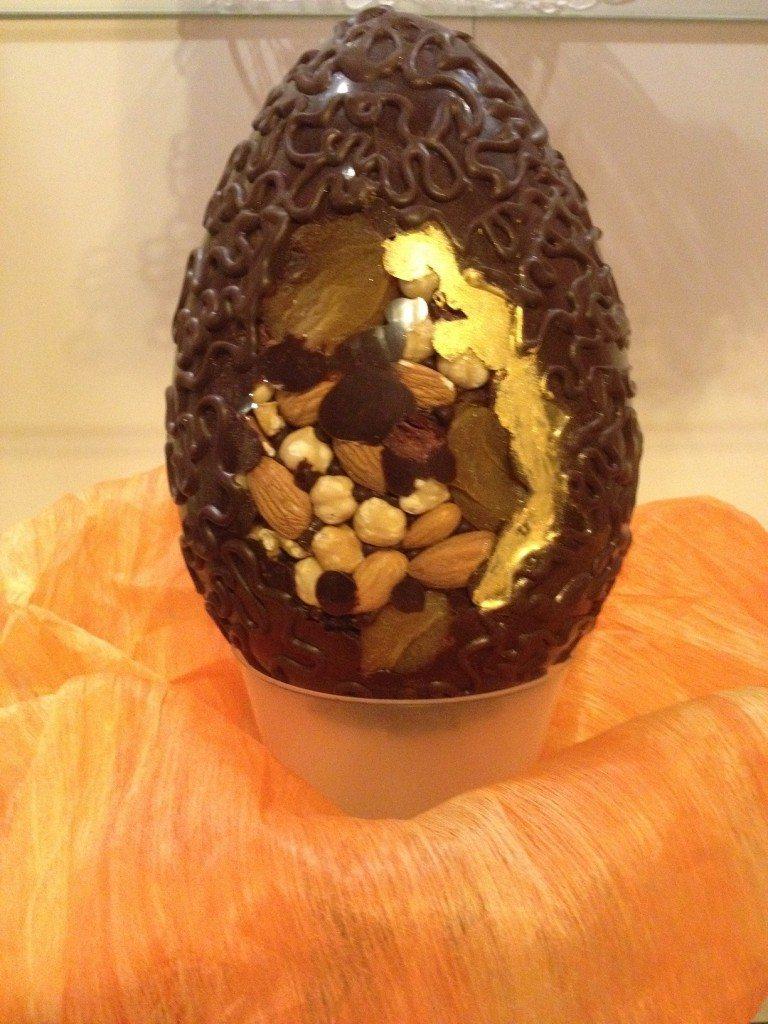 Uovo di Pasqua con frutta secca
