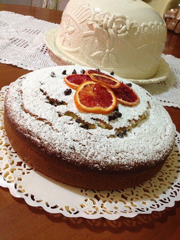 Torta mandorlata all'arancia e gocce di cioccolato fondente