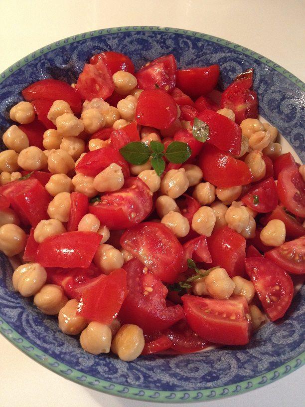 Insalata fredda di ceci e pomodorini