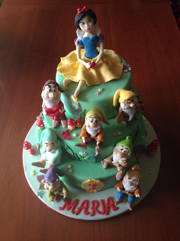 Torta Biancaneve e i 7 nani