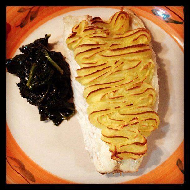 Filetto di branzino in crosta di patate e spinacini
