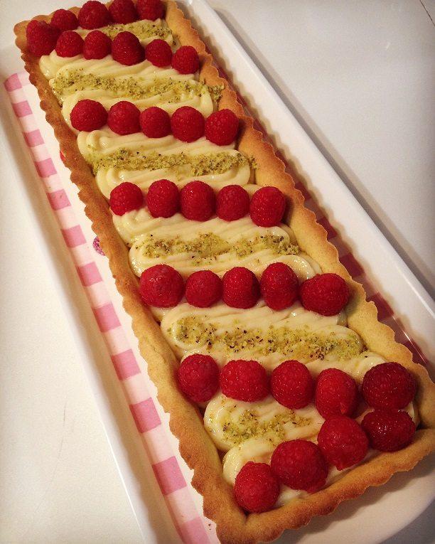 Crostata con crema pasticcera e lamponi